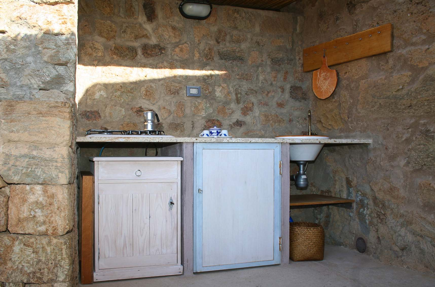 mare - another view of outdoor kitchenette